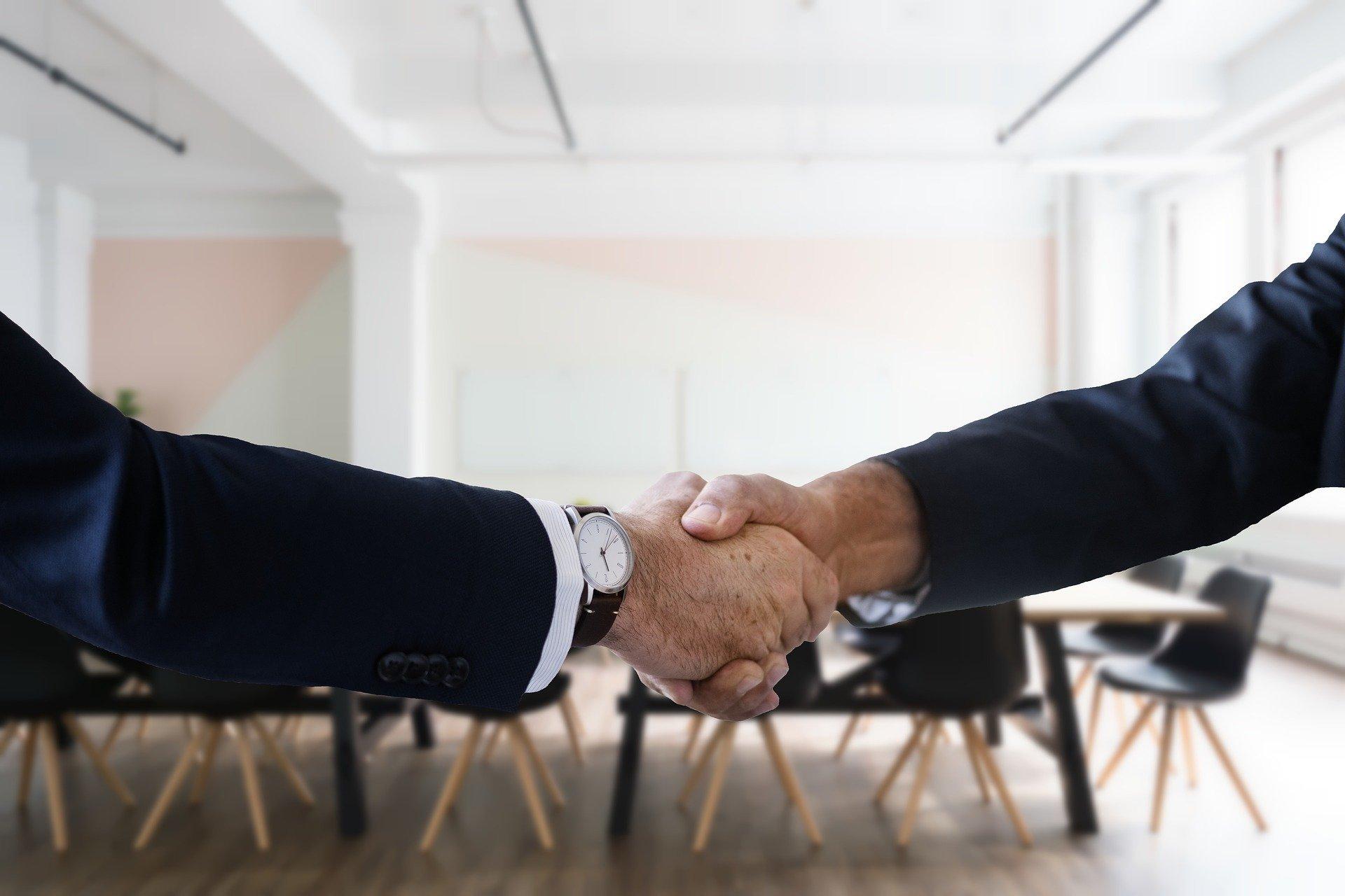 Poigner de main pour valider un deal